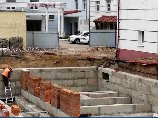 Новый корпус детской больницы в Калуге достроят к концу года