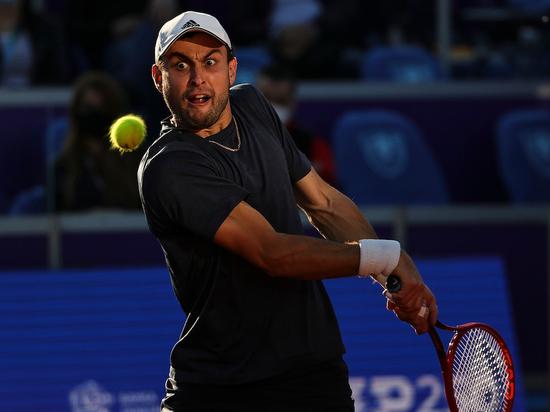 Карацев обыграл Умбера и вышел во второй круг турнира в Мадриде