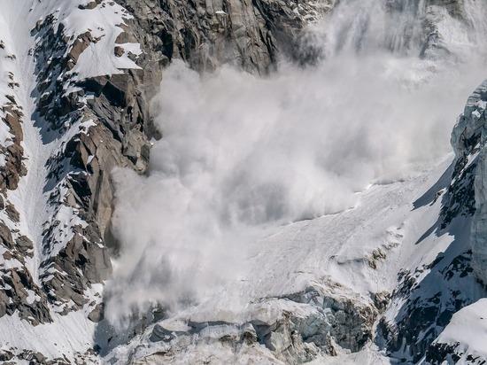 Во Франции обнаружили тела погибших при сходе лавины лыжников