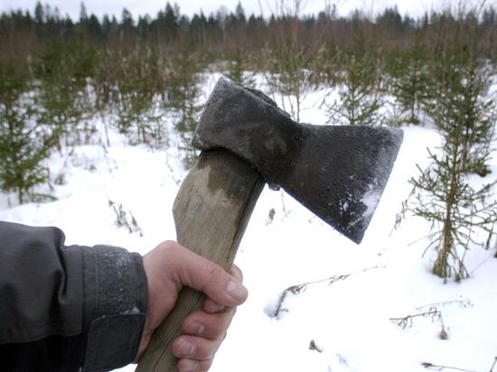 В Оренбурге задержали гонявшегося за людьми мужчину с топором