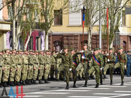 В Донецке состоялась первая открытая репетиция парада к 9 мая
