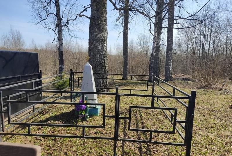 В Оленинском районе братскую могилу привели в порядок