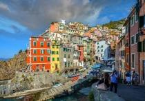 Косвенные признаки позволяют предположить, что летом 2021 года Италия может открыть границы для российских туристов – возможно, с ограничениями, однако есть шанс, что скоро появится шанс снова погулять по Флоренции и Риму