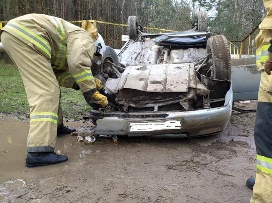 Легковой автомобиль попал в ДТП в Островском районе