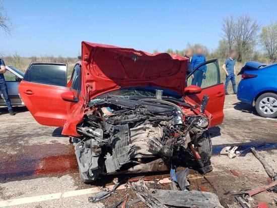 Лобовое столкновение в Черноярском районе: 9 пострадавших в больнице