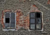 Барнаульские власти ввели режим повышенной готовности из-за угрозы обрушения нескольких аварийных многоквартирных домов.