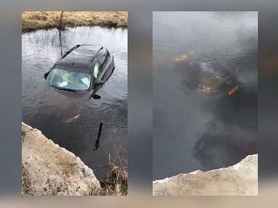 Во Владимирской области очевидцы спасли женщину, которая тонула вместе с машиной