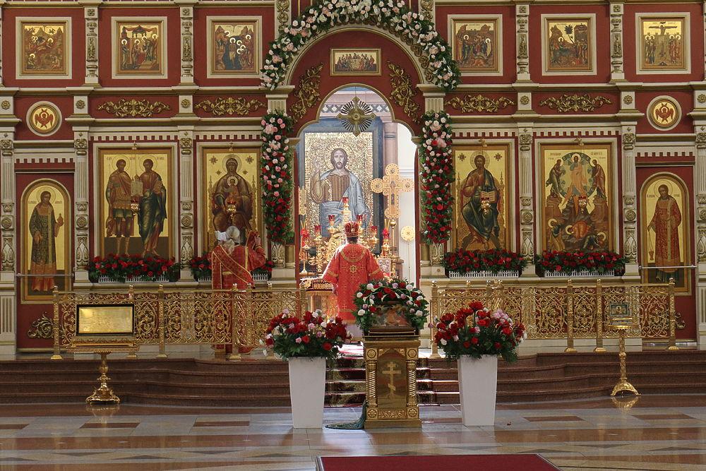 Благодатный огонь раздали верующим в Хабаровске
