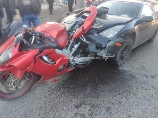 Авария с участием мотоциклиста произошла на Кольском проспекте