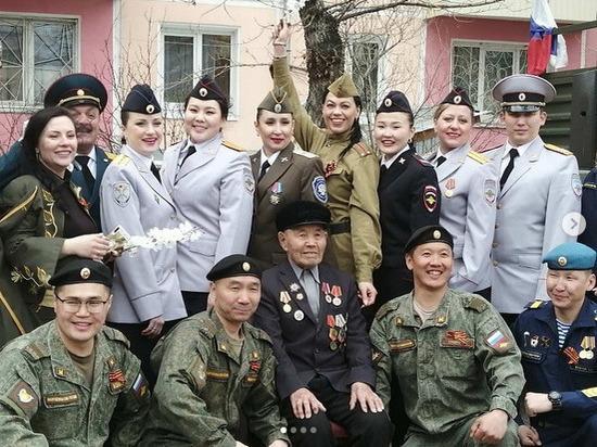 В Улан-Удэ полицейские исполнили песни военных лет на выездных концертах