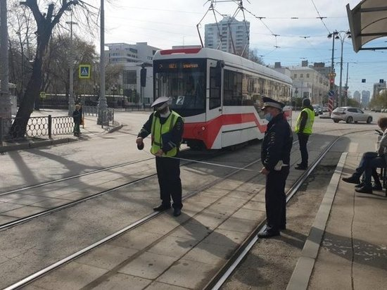 Несовершеннолетняя велосипедистка попала под трамвай в центре Екатеринбурга