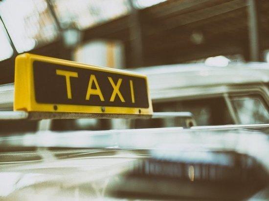 В Сургуте таксист «заплатил» пассажирам полмиллиона рублей