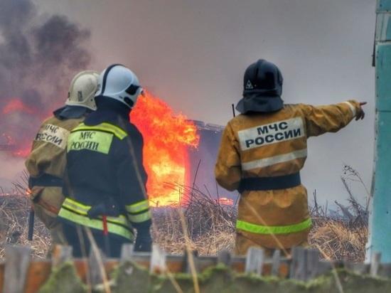 В поселке Северном сгорели семь домов, Курган тушили с вертолета