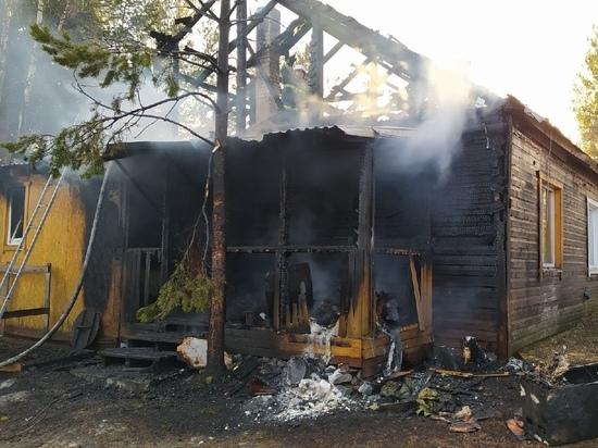 В Карелии во время пожара в деревянном доме пострадал человек