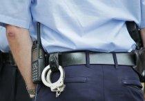 Мужчина ударил себя ножом у здания полиции во Франции