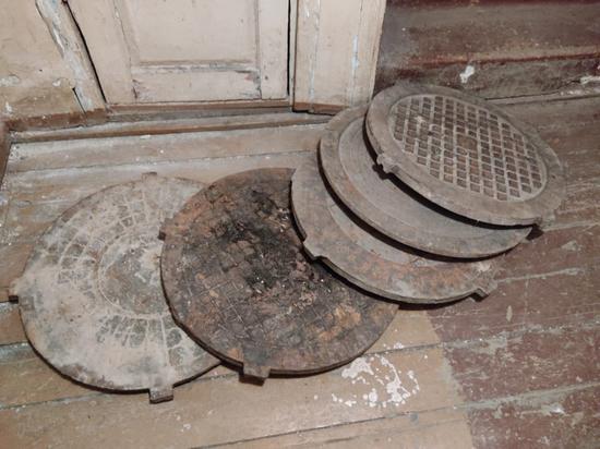 В Костроме задержали серийных воров крышек от люков