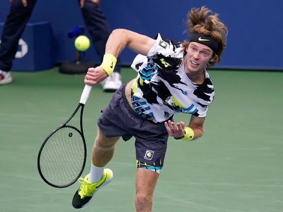 Рублев обыграл американца и вышел в третий круг турнира в Мадриде