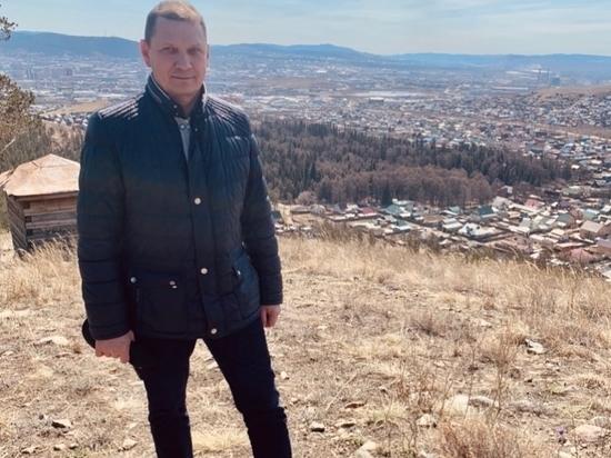 «Чтобы реки не разливались»: Игорь Шутенков помолился на самой высокой горе в Улан-Удэ