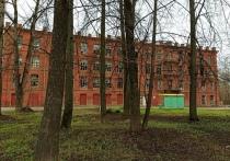 Жители города в Тверской области рассказали о мародерах в здании старинной фабрики