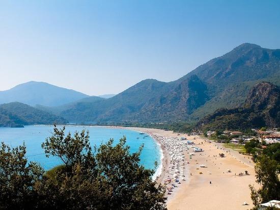 Турция предложила России провести в мае в Анталье заседание по туризму
