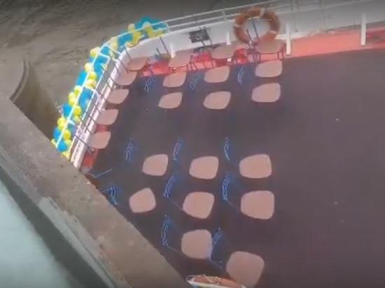 Прогулочный катер проверил прочность гранитных быков Аничкова моста