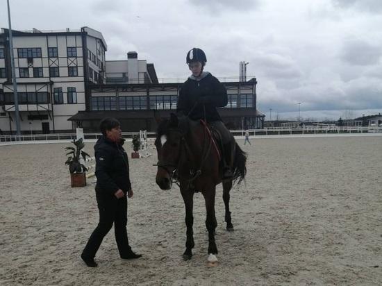Юные читинки впервые участвуют во Всероссийских соревнованиях по конному спорту