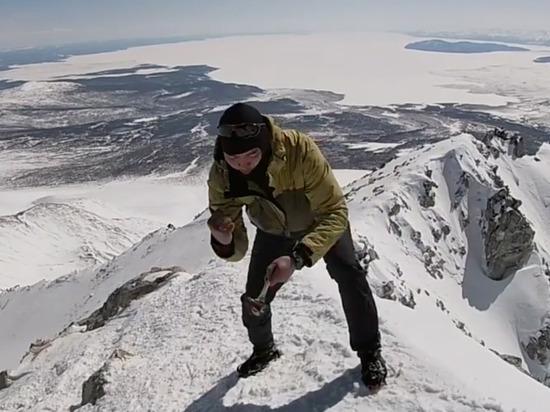 Житель Бурятии разбил хребтовую кость на вершине Мунку-Сардык