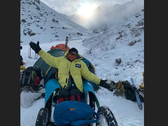 В Бурятии девушка-колясочница с помощью альпинистов поднялась на высоту в 3 238 м