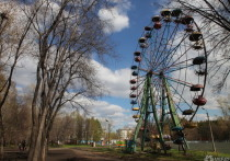 Новокузнечан возмутила реклама ритуальных услуг в парке с детскими аттракционами