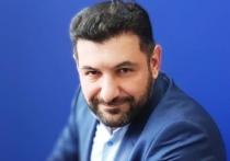 Известный азербайджанский политолог и блогер Фуад Аббасов выступил с возмутительным заявлением, призвав атаковать российских военных на параде 9 мая в Степанакерте