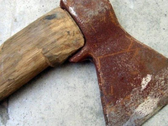 В Котласе пенсионерка ответила на претензии супруга ударами топором по голове