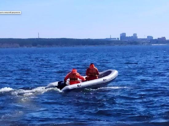 В Челябинской области двух подростков на плоту унесло далеко от берега