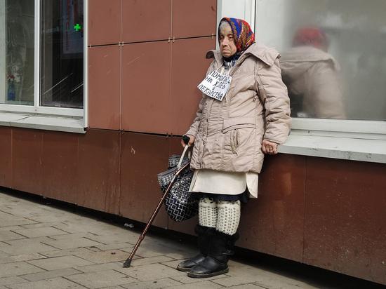 Профессор НИУ ВШЭ Евгений Коган прокомментировал данные Росстата за период с начала 2021 года, которые говорят о том, что из-за роста цен на продукты питания и падения доходов россияне начали тратить все сбережения на еду