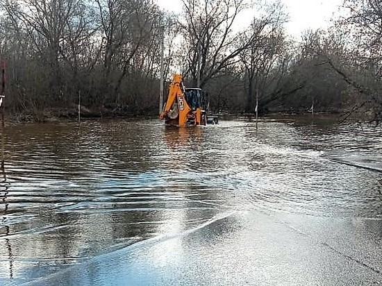На реке Вятке продолжает снижаться уровень воды