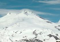 Альпинист Алексей Хохлов обнаружил на Эльбрусе в Кабардино-Балкарии палатки с заживо замерзшими людьми, об этом он рассказал в Instagram