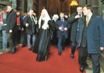 Весна, Пасха, Россия, патриарх передвигается по родной стране, окруженный всё более мощной охраной