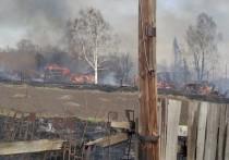 30 сотрудников МЧС тушили крупный пожар в деревне под Кемеровом