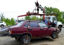 На Новом мосту астраханские приставы арестовали шесть автомобилей
