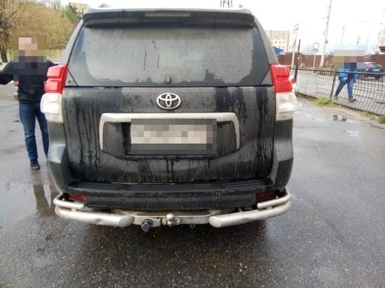 В Твери молодой водитель сбил женщину на обочине