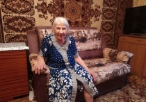 Труженица тыла из Салехарда ко Дню Победы получила в подарок диван
