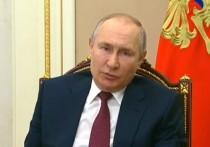 Президент России Владимир Путин заявил в ходе видеовстречи с вице-премьером Татьяной Голиковой, обращаясь к регионам, что тестировать и вакцинировать людей надо в том числе в местах их загородного отдыха