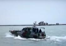 Телеканал CNN подготовил видеорепортаж своего корреспондента, который с украинскими военными моряками отправился в легкий шторм на скоростной лодке в   Азовское море