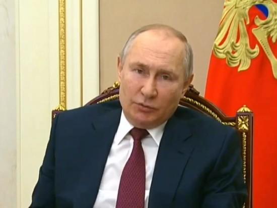 Путин предложил начать вакцинировать россиян на дачах