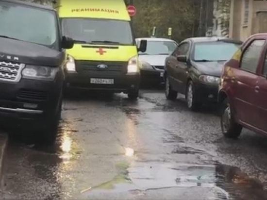 """Бросившего свой Range Rover на пути """"скорых"""" водителя в Обнинске накажут"""