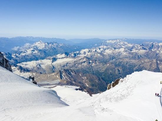 Спасатели эвакуировали с Эльбруса альпиниста с симптомами горной болезни