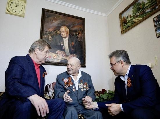 Лев Лещенко пришел к ветерану вместе с губернатором Ставрополья