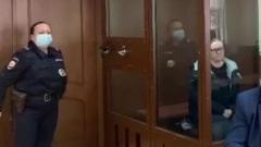 """Управляющую отелем """"Вечный зов"""" привезли в суд"""