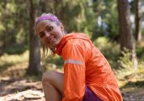 Одна из самых титулованных лыжниц планеты Тереза Йохауг будет участвовать в квалификационном забеге на Игры в Токио. Побежит норвежка на дистанции 10 км, на которой два года назад выиграла чемпионат Норвегии   а год назад на «Невозможных играх» показала время, которое позволило ей квалифицироваться на чемпионат мира по легкой атлетике. На этот раз Тереза просто хочет попробовать снова. «МК-Спорт» рассказывает, поедет ли лыжница в Токио в качестве легкоатлетки и что ей может помешать.