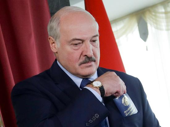 Лукашенко лишил воинского звания отца экс-главреда NEXTA