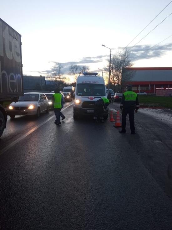 Ребенок в Твери попал под машину «скорой»